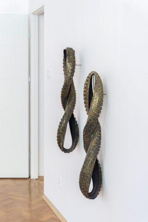 Mariusz Maślanka, Snakeskin I, II, 2019, Hydrografika na oponie rowerowej, 25 x 80 x 20 cm