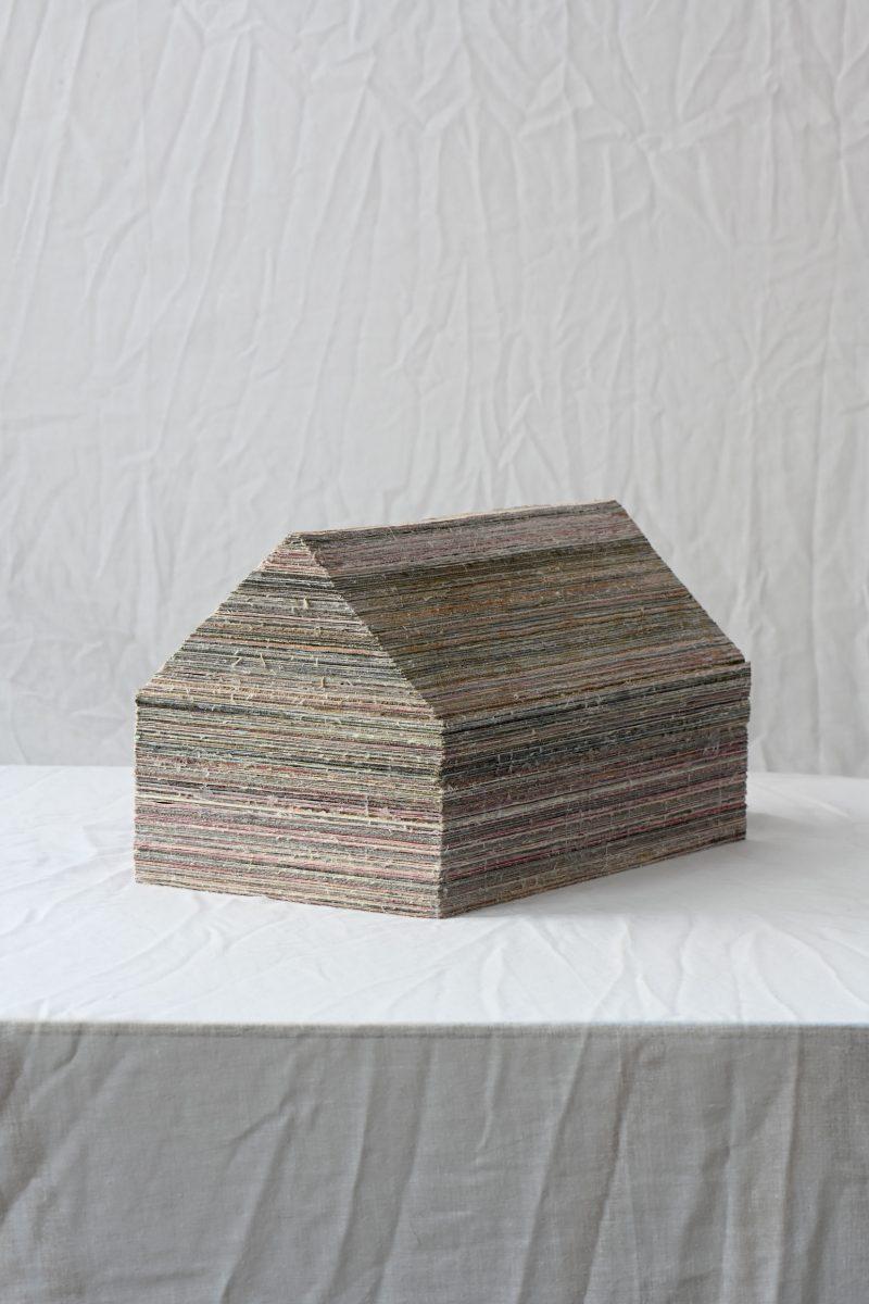 obiekt ze starych płócien, klej, 30x17x18 cm